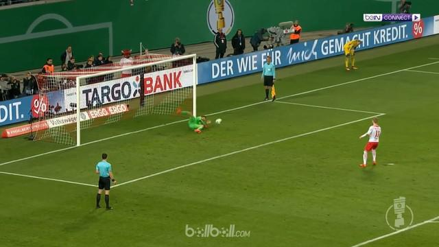 Bayern Munchen bersusah payah mengalahkan RB Leipzig melalui adu penalti. This video is presented by Ballball.