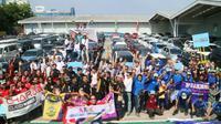 kecerian 110 anggota keluarga dari 11 klub Daihatsu mudik bersama dengan tajuk '110 Sahabat Mudik Daihatsu'. (Herdi Muhardi)