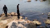 Pantai Nongsa menghitam tercemar Minyak hitam dari kapal tanker (Foto: Liputan6.com/Ajang Nurdin)