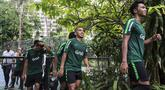 Pemain Timnas Indonesia, Irfan Jaya, usai latihan di Hotel Sultan, Jakarta (14/11). Latihan ini merupakan persiapan jelang laga Piala AFF 2018. (Bola.com/Vitalis Yogi Trisna)