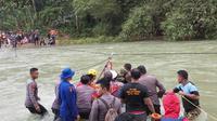 Evakuasi penjelajah di wilayah Konawe Utara, Senin (6/7/2020).(Liputan6.com/Ahmad Akbar Fua)