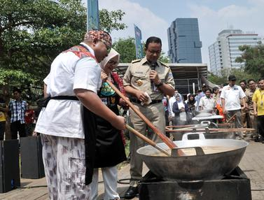 Anies Tinjau Pengolahan Daging Kurban Ala Hotel Bintang 5
