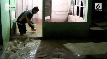 Hanya selama tiga jam hujan deras mengguyur kota Padang Sidempua Sumatera Utara,  tiga desa dikawasan ini, dilanda banjir setinggi satu meter. Dua ratus kepala keluarga terpaksa di ungsikan sementara waktu.