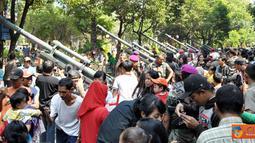 Citizen6, Jawa Timur: Kegiatan ini disambut dengan hangat oleh ratusan masyarakat yang memadati Lapangan Gedung Grahadi, Surabaya tersebut. (Pengirim: Budi Abdillah)