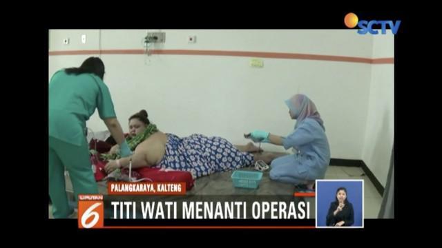 Wanita obesitas berbobot 220 kg, Titi Wati, rencananya akan jalani operasi bariatik
