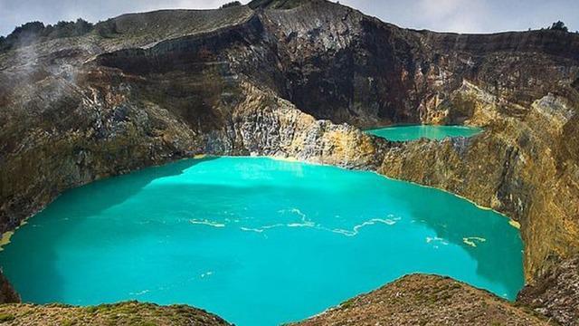 Namun ada suatu mitos atau kepercayaan secara umum yang meyakini pertanda kiamat yang dilihat dari dua danau.