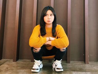 Brisia Jodie, sosok penyanyi yang merupakan finalis Indonesian Idol musim ke–9. Gadis kelahiran 30 Maret 1996 di Yogyakarta ini juga menulis sendiri lagu-lagunya. (Liputan6.com/IG/@brisiajodie96)
