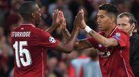 Striker Liverpool, Roberto Firmino, masuk menggantikan Daniel Sturridge saat melawan PSG pada laga Liga Champions di Stadion Anfield, Liverpool, Selasa (18/9/2018). Liverpool menang 3-2 atas PSG. (AFP/Paul Ellis)