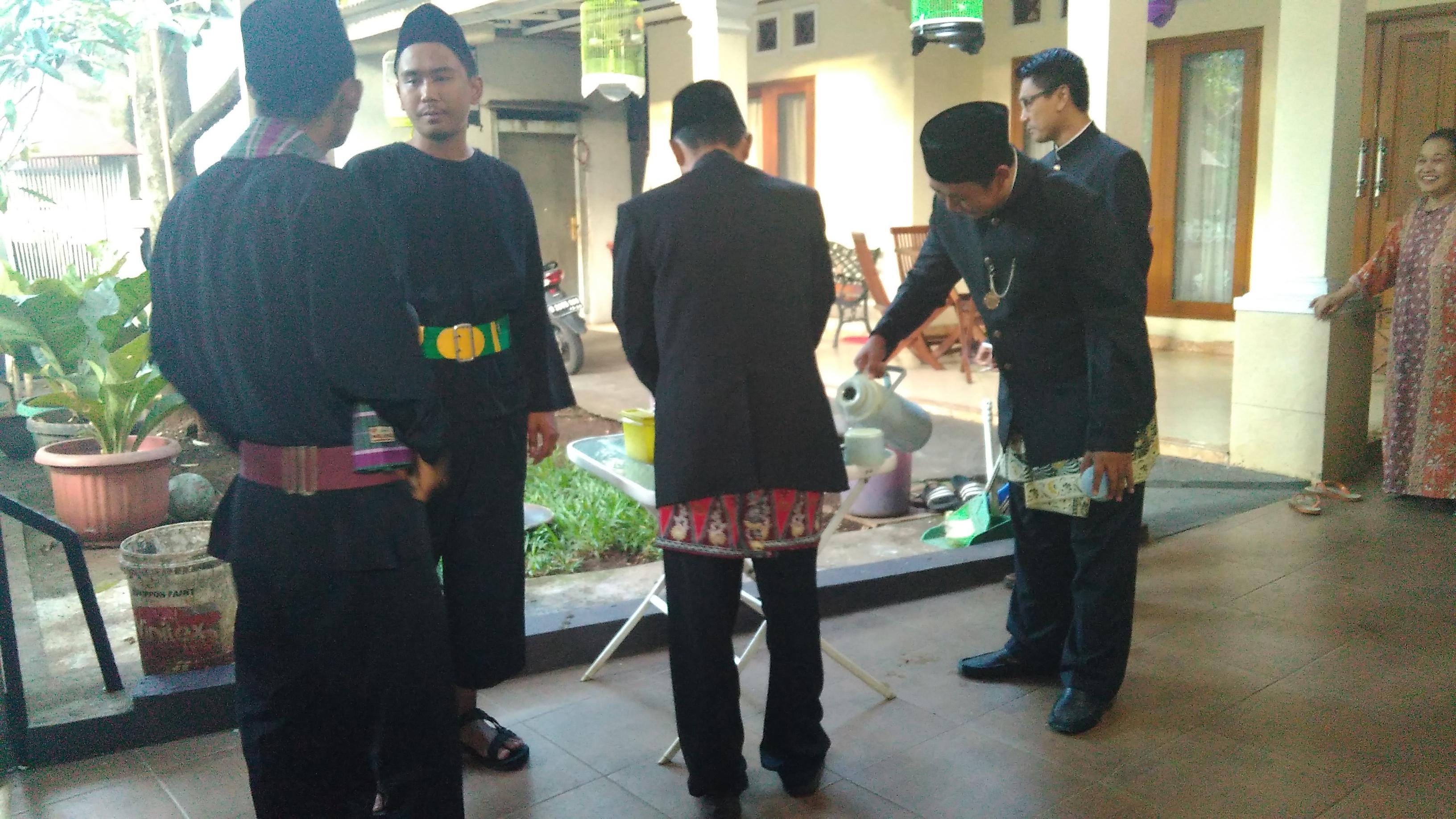 Petugas KPPS TPS 28 tempat Anies mencoblos pilkada