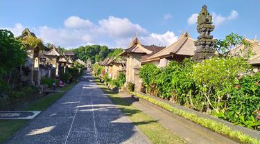 Wisata Desa Adat di Desa Penglipuran, Kabupaten Bangli, Bali menerapkan protokol kesehatan pencegahan Covid-19 bagi wisatawan yang berkunjung