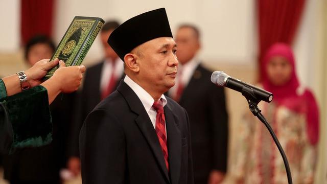 Presiden Jokowi melantik Teten Masduki sebagai Kepala Staf Kepresidenan. Teten menggantikan Luhut Binsar Pandjaitan, yang menjabat sebagai Menteri Koordinator Bidang Politik Hukum dan Keamanan (Menko Polhukam).