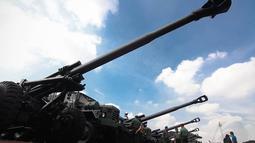18 meriam Howitzer KH 179 merupakan terbesar yang pernah   dimiliki oleh TNI AD, Selasa (6/5/14). (Liputan6.com/Faizal   Fanani)