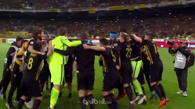 AEK Athens meraih gelar juara Liga Super Yunani musim 2017/18 setelah menang 2-0 atas Levadiakos, mengakhiri 24 tahun penantian me...