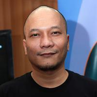 Iwa K lahir di Bandung, 25 Oktober 1970, ia adalah seorang penyanyi rap. (Deki Prayoga/Bintang.com)