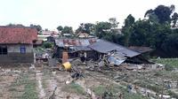 Banjir bandang di Bogor telah menghanyutkan rumah dan menewaskan satu orang. (Liputan6.com/Achmad Sudarno)