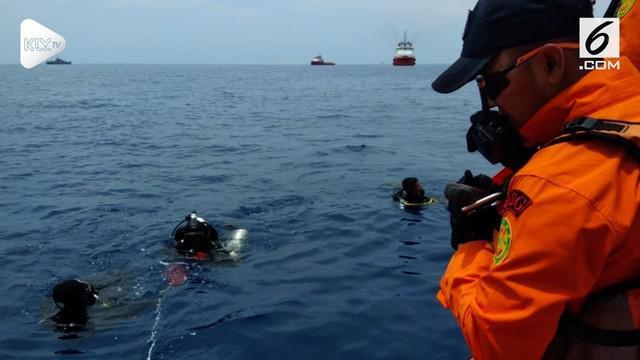 Ratusan anggota Basarnas dikerahkan untuk mencari badan pesawat Lion Air JT 610 yang jatuh di perairan Karawang, Jawa Barat.