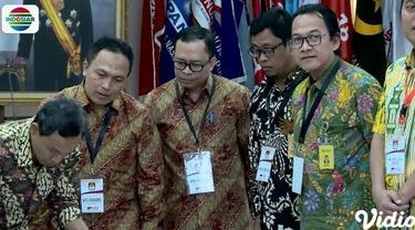 Untuk Provinsi Jawa Barat, hasil penghitungannya, pasangan nomor 01 Jokowi-Ma'ruf Amin meraih 40,07 persen suara. Sedang pasangan nomor 02 Prabowo-Sandi meraih 59,93 persen.