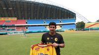Angel Alfredo Vera resmi digandeng Sriwijaya FC menjadi pelatih di sisa kompetisi Liga 1 (Liputan6.com / Nefri Inge)