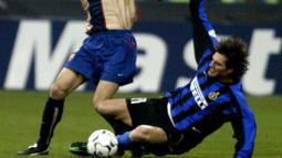 Andres Guglielminpietro - Pemain yang biasa disapa Guly ini pernah berseragam AC Milan dan mengantarkan I Rossoneri meraih scudetto 1998-1999. Pada 2001, pemain Argentina itu pindah ke Inter Milan sebagai bagian pertukaran dengan Brocchi. (AFP/Vincenzo Pinto)