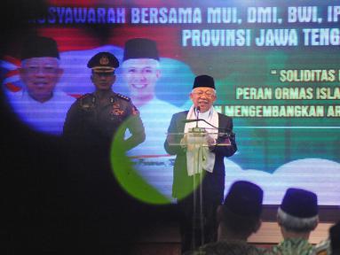 Wakil Presiden Ma'ruf Amin saat membuka acara Musyawarah Bersama (Mubes) di gedung Gradhika Bhakti Pradja Jalan Pahlawan Semarang, Jumat (13/12/2019). Musyawarah Bersama tersebut diselenggarakan MUI, IPHI, DMI, BWI dan Baznas. (Liputan6.com/Gholib)