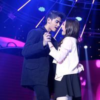Aksi Aliando Syarief dan Prilly Latuconsina di atas panggung (Galih W Satria/Bintang.com)