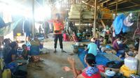 Warga korban banjir Konawe tinggal di bangsal pengungsian, Minggu (19/7/2020).(Liputan6.com/Ahmad Akbar Fua)