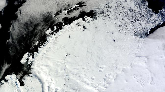 Lubang Raksasa Misterius Menganga di Antartika, Pertanda Apa? (NASA)