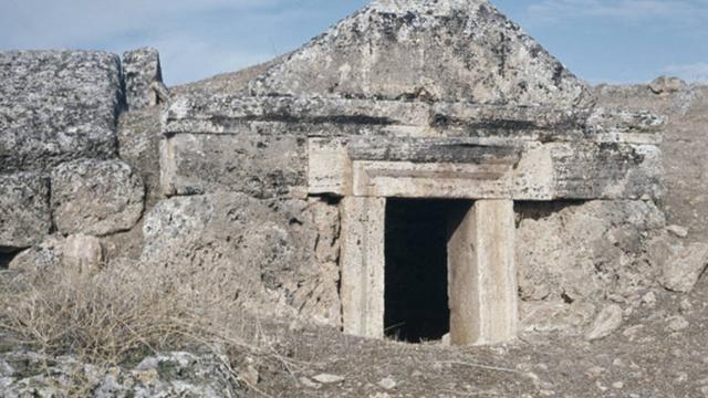 Dijuluki Gerbang Neraka, Dekati Kuil Ini Nyawa Bisa Hilang