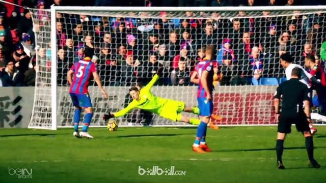Loris Karius berhasil mematahkan peluang Marko Arnautovic saat Liverpool hadapi West Ham. This video is presented by Ballball.
