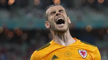 Gareth Bale menjadi aktor terjadinya peluang-peluang dan kedua gol yang terjadi, walau dirinya gagal menuntaskan tendangan pinalti. Ia mampu melesatkan umpan ke Aaron Ramsey dan Connor Roberts untuk dikonversi menjadi gol. (Foto: AP/Pool/Darko Vojinovic)