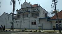 Salah satu bangunan ikonik di Kota Tua Cirebon yakni gedung BAT. Foto (Liputan6.com / Panji Prayitno)