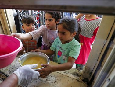 FOTO: Berbagi Makanan Buka Puasa Selama Ramadhan di Baghdad