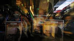 Koalisi Masyarakat Sipil Anti Korupsi bersama Wadah Pegawai melakukan aksi tutup mulut di Gedung KPK, Jakarta, Selasa (12/3). Pelaku penyerangan Novel Baswedan hingga sekarang pelaku penyiraman belom tertangkap. (merdeka.com/Dwi Narwoko)