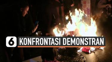 Demonstrasi berujung ricuh terjadi di Minneapolis, AS. Demonstran membakar topi yang bertuliskan Trump dan marah saat petugas mencoba memadamkannya.
