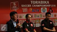 Direktur Utama PT Surya Citra Media Tbk (SCMA) Sutanto Hartono memberikan keterangan kepada wartawan saat press conference Torabika Soccer Championship di Main Hall SCTV, Jakarta, Rabu (21/12). (Liputan6.com/Gempur M. Surya)
