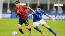 Pemain jebolan akademi Barcelona ini baru saja memecahkan rekor di Timnas Spanyol sebagai pemain termuda dalam sejarah.  Gelandang tengah ini usianya baru menginjak 17 tahun 62 hari. (AP/Antonio Calanni)