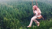 "Ayunan ""Sky Swing"" The Lodge Maribaya (instagram @shasqiasyahnaz)"