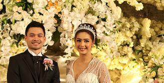 Pesinetron cantik Nabila Syakieb resmi menjadi istri dari Reshwara Argya Radinal. Setelah proses akad nikah pukul pukul 10:35 WIB bertempat di Hotel Ritz Carlton, Mega Kuningan, Jakarta, acara resepsi pernikahan pun digelar. (Fathan Rangkuti/Bintang.com)