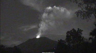 Gunung Agung kembali erupsi pada 28 Juni 2018 petang