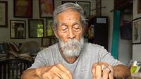 Soesilo Toer, adik dari Pramudya Ananta Toer. (dok. Instagram @teras_ngelmu/https://www.instagram.com/p/BpdmxAng3Vi/?utm_source=ig_web_copy_link/Asnida Riani)