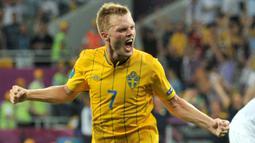 Sebastian Larsson - Pemain andalan Timnas Swedia ini mengoleksi 129 caps Internasional. Pada gelaran Euro 2020 ini, pengalamannya sangat diperlukan oleh Swedia mengingat Ibrahimovic absen karena Cidera. Ia juga memiliki kemampuan hebat dalam mengekseuksi bola mati. (Foto: AFP/Genya Savilov)