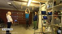 Harald Riise, pria dengan cerebral palsy asal Norwegia saat memecahkan rekor dunia posisi dead hang terlama untuk Guinness World Records (Tangkapan Layar Youtube Guinness World Records)