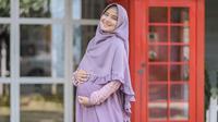 Penampilan Nadya Mustika pamer baby bump yang kian membesar. (Sumber: Instagram/@nadyamustikarahayu)