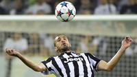 9. Giorgio Chiellini, bek asal Italia ini menjelma jadi salah satu ikon dari Juventus. Sudah 11 tahun dirinya berkostum hitam putih mulai dari berlaga di Serie B hingga akhirnya kembali merajai Serie A sudah dilaluinya. (AFP/Olivier Morin)
