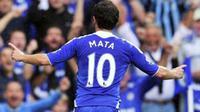 Selebrasi gol ketiga Chelsea yang dicetak gelandang asal Spanyol Juan Mata ke gawang Norwich City dalam lanjutan EPL di Stamford Bridge, 27 Agustus 2011. Chelsea unggul 3-1. AFP PHOTO / GLYN KIRK