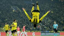 Penyerang Borussia Dortmund, Pierre-Emerick Aubameyang menancapkan namanya sebagai pemuncak klasemen sementara top scorer hingga pekan ke-25 Bundesliga. ubameyang mencetak 23 gol atau terpaut satu gol dari pesaingnya. (EPA/Friedemann Vogel)