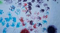 Cap tangan anak-anak untuk kampanye pola asuh dan asupan gizi. (Foto: Liputan6.com/Muhamad Ridlo)