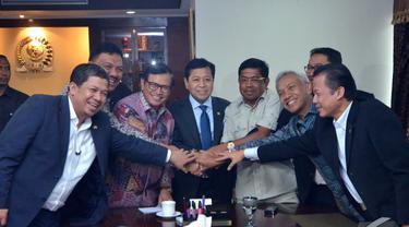 Koalisi Merah Putih (KMP) dan Koalisi Indonesia Hebat (KIH) sepakat untuk berdamai, Jakarta, Senin (10/11/2014) (Liputan6.com/Andrian M Tunay)