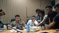 Polisi siber Polda Sulsel menetapkan dua tersangka dalam kasus penyebaran berita hoaks penculikan anak di Makassar (Liputan6.com/ Eka Hakim)