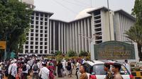 Peserta Aksi Bela Tauhid mulai berkumpul di masjid Istiqlal (Ronald/Merdeka.com)
